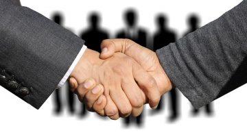 shaking-hands-3091908__480