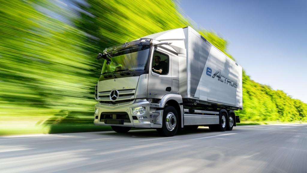 Mercedes започва серийно производство на електрически камиони