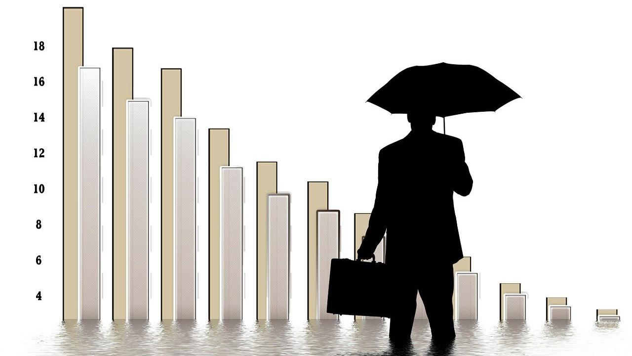 Избегнахме двуцифрен спад, но харчене без реформи не може да продължава дълго