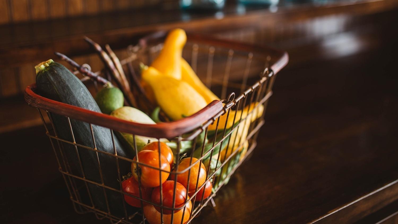 Спадът на потреблението се забавя, но остава двуцифрен