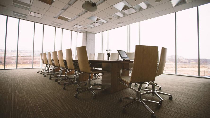 Google, Amazon и Facebook инвестират милиарди в офиси. Идва ли краят на работата от вкъщи?