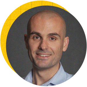Христо Петров има 14 години опит в бизнес медиите, последните 10 от които под една или друга форма са свързани с Forbes. Едно от нещата, които най-много харесва в професията си, е да изважда наяве завладяващите истории, скрити зад на пръв поглед скучни и тривиални числа и факти.