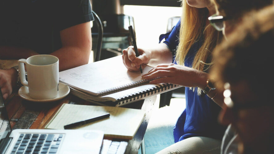 Как платформата Etsy задържа своите жени софтуерни инженери