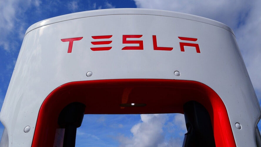 Пазарната капитализация на Tesla надхвърли 1 трилион долара